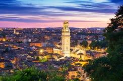 Opinião da noite de Verona Italy imagem de stock royalty free
