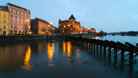 Opinião da noite de Vltava Fotografia de Stock Royalty Free