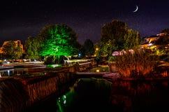 Opinião da noite do centro de Pleven, Bulgária Imagem de Stock Royalty Free