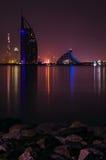 Opinião da noite do hotel de Burj Al Arab Foto de Stock Royalty Free