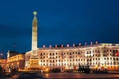 Opinião da noite do monumento com a chama eterno na honra Imagem de Stock
