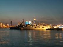 Opinião da noite do museu naval de Qingdao em segundo imagem de stock royalty free