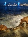 Opinião da noite do museu naval de Qingdao em segundo imagens de stock