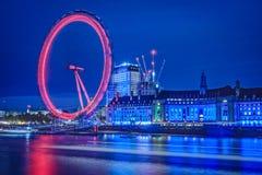 Opinião da noite do olho de Londres imagem de stock