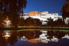 Opinião da noite do palácio de Potala Imagens de Stock Royalty Free