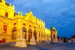 Opinião da noite do palácio do Belvedere em Viena Fotografia de Stock Royalty Free