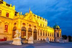 Opinião da noite do palácio do Belvedere em Viena Foto de Stock