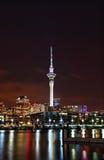 Opinião da noite do porto de Auckland imagens de stock royalty free
