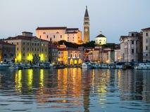 Opinião da noite do porto de Piran, Eslovênia, Europa, Fotografia de Stock Royalty Free