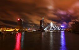 Opinião da noite em Riga, Letónia Fotografia de Stock