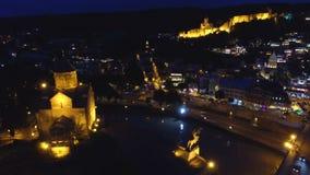 Opinião da noite da igreja de Metekhi da suposição, atração turística em Geórgia video estoque