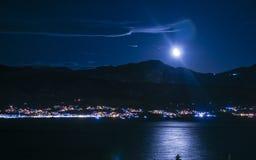 Opinião da noite na baía Fotos de Stock