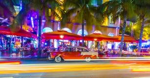 Opinião da noite na movimentação do oceano em Miami sul Fotografia de Stock