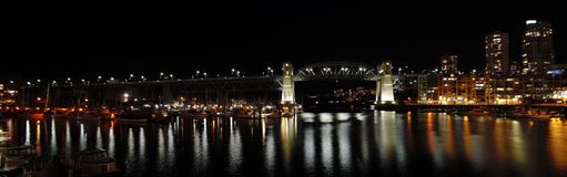 Opinião da noite da ponte de Burrard imagens de stock royalty free