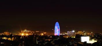 Opinião da noite Torre agbar em Barcelona, Espanha Fotografia de Stock