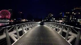 Opinião da noite da vila olímpica de Vancôver imagem de stock