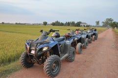 Opinião da paisagem com o velomotor 4-Wheels imagens de stock