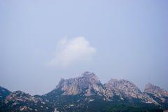 Opinião da paisagem da cordilheira em Qingdao China imagens de stock