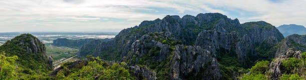 Opinião da paisagem da cordilheira Khao Dang Viewpoint, parque de Sam Roi Yod National, província de Phra Chaup Khi Ri Khun no me imagens de stock royalty free