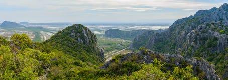 Opinião da paisagem da cordilheira Khao Dang Viewpoint, Sam Roi Yo imagem de stock royalty free