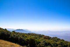 A opinião da paisagem da montanha na manhã Foto de Stock Royalty Free