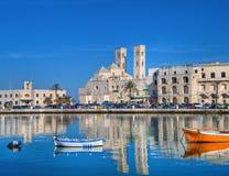 Opinião da paisagem da porta turística de Molfetta. Apulia. imagens de stock