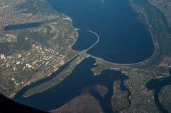 Opinião da paisagem do avião no central elétrica hidroelétrico Foto de Stock Royalty Free