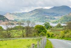 Opinião da paisagem do campo de Inglaterra ao longo da estrada Foto de Stock Royalty Free
