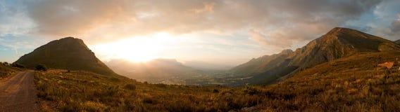 Opinião da paisagem do vale de Franschoek imagens de stock royalty free