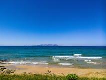 Opinião da praia ao mar Fotografia de Stock Royalty Free
