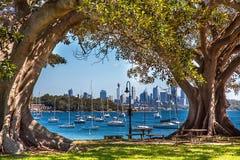 Opinião da praia da angra do acampamento Sydney Australia Fotos de Stock Royalty Free