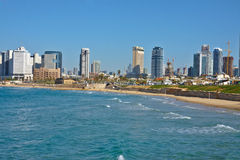 Opinião da praia da cidade em Tel Aviv Fotografia de Stock Royalty Free