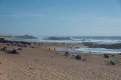 Opinião da praia de Oceano Atlântico na vila de Oualidia Imagens de Stock Royalty Free