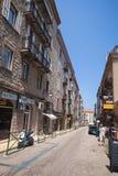 Opinião da rua com pessoas comuns de passeio Cidade de Sartene Fotos de Stock Royalty Free