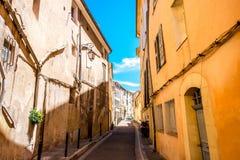 Opinião da rua da cidade em Aix-en-Provence Foto de Stock Royalty Free