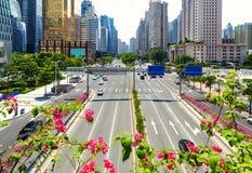 Opinião da rua da cidade, estrada do centro urbana Guangzhou China Foto de Stock
