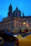 Opinião da rua da noite de Praga Imagens de Stock Royalty Free