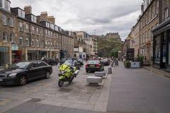 Opinião da rua da rua do castelo, cidade nova, Edimburgo, Escócia Fotos de Stock Royalty Free