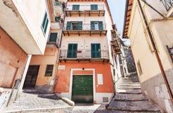 Opinião da rua da vila de Rocca di Papá - Roma foto de stock royalty free
