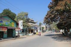 Opinião da rua de Bagan Myanmar fotografia de stock