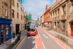Opinião da rua de Edimburgo em Escócia, Reino Unido foto de stock royalty free
