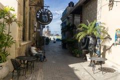 Opinião da rua de La Habana Vieja, o lugar o mais turístico do La Havana, Cuba Imagens de Stock