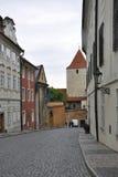 Opinião da rua de Praga em República Checa fotos de stock