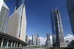 Opinião da rua de Shanghai Pudong foto de stock royalty free