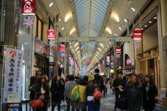 Opinião da rua de Shijo Dori, Kawaramachi foto de stock royalty free