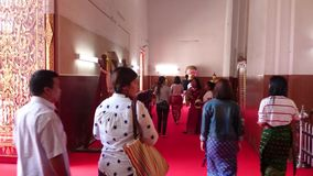 Opinião da rua de Tailândia do templo antigo em ayutthaya, Tailândia filme