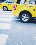 Opinião da rua do táxi de táxi de New York City fotos de stock