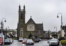 Opinião da rua da igreja paroquial de Howth, Dublin imagens de stock