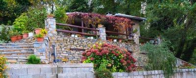 Opinião da rua na vila de Portaria, Pelion, Grécia Imagens de Stock