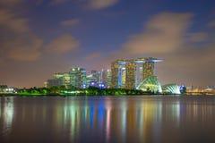 Opinião da skyline da cidade de Singapura de Marina Barrage em Singapura imagens de stock
